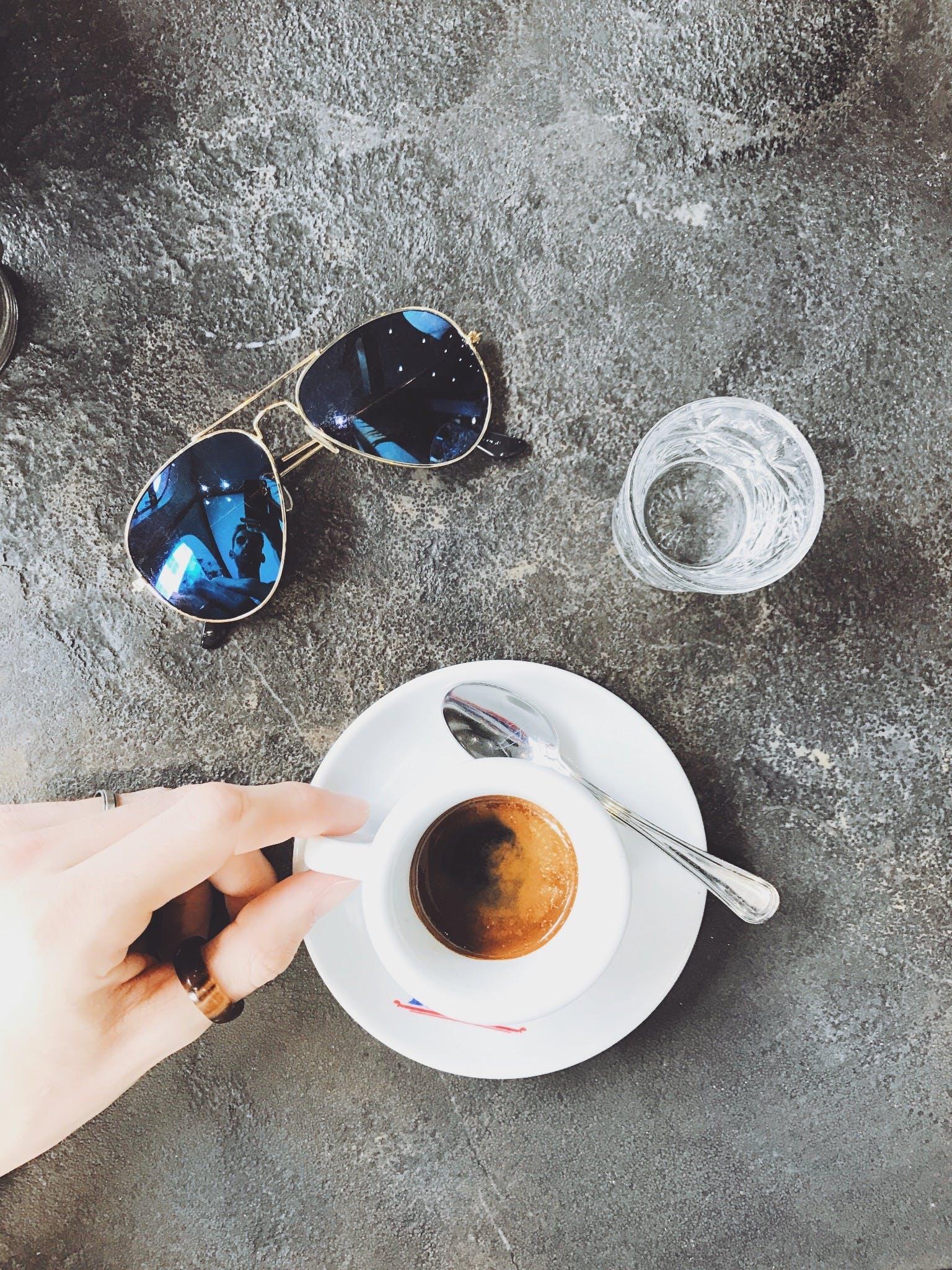 Gratis lagerfoto af briller, drink, espresso, flatlay