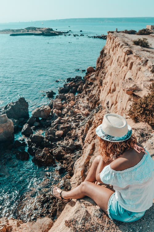 Безкоштовне стокове фото на тему «берег, берег моря, вода, Дівчина»