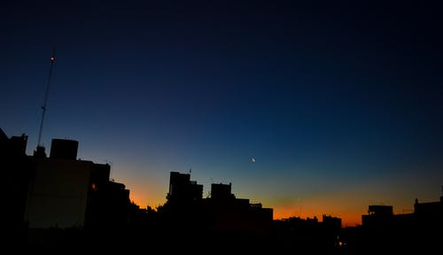 #twilight #moon #buildings #panoramic의 무료 스톡 사진