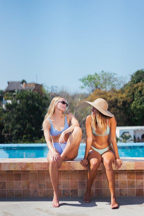 Foto stok gratis anak muda, baju renang, bikini