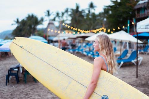 Fotobanka sbezplatnými fotkami na tému exteriéry, mladých dospelých, pláž