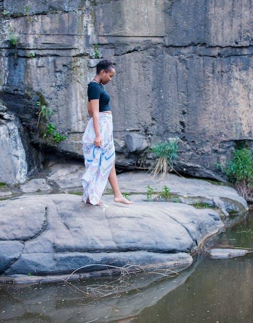 가판대, 물, 바위, 서 있는의 무료 스톡 사진