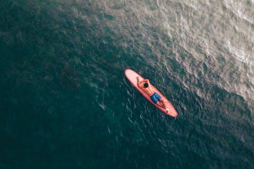 Immagine gratuita di acqua, fare surf, fare surfboard