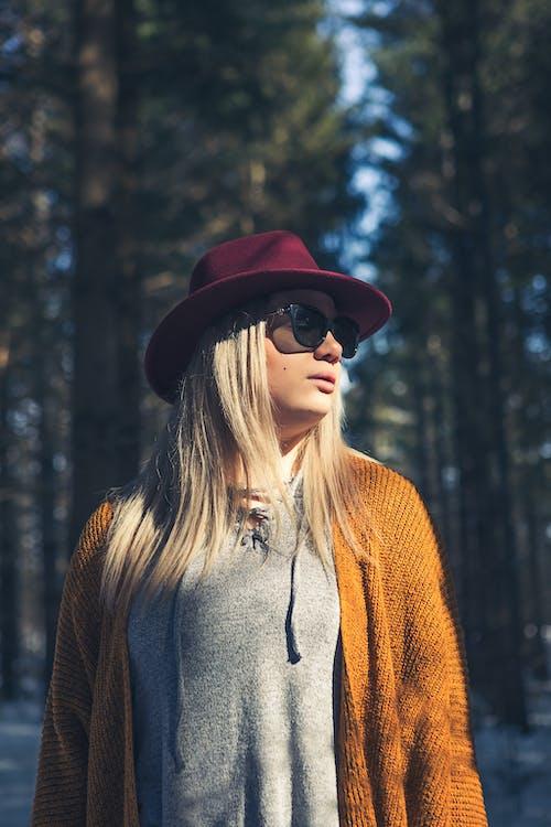 Ilmainen kuvapankkikuva tunnisteilla asu, aurinkolasit, blondi