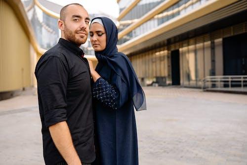 Darmowe zdjęcie z galerii z dziewczyna, hidżab, historia miłosna