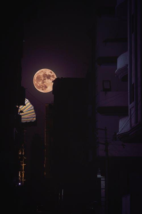 Photos gratuites de lune, ville, ville la nuit