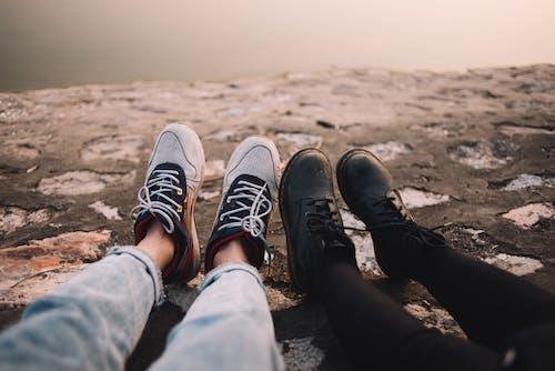다리, 발, 부츠, 스니커즈의 무료 스톡 사진