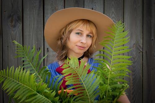 Δωρεάν στοκ φωτογραφιών με Άνθρωποι, γυναίκα, δέντρο