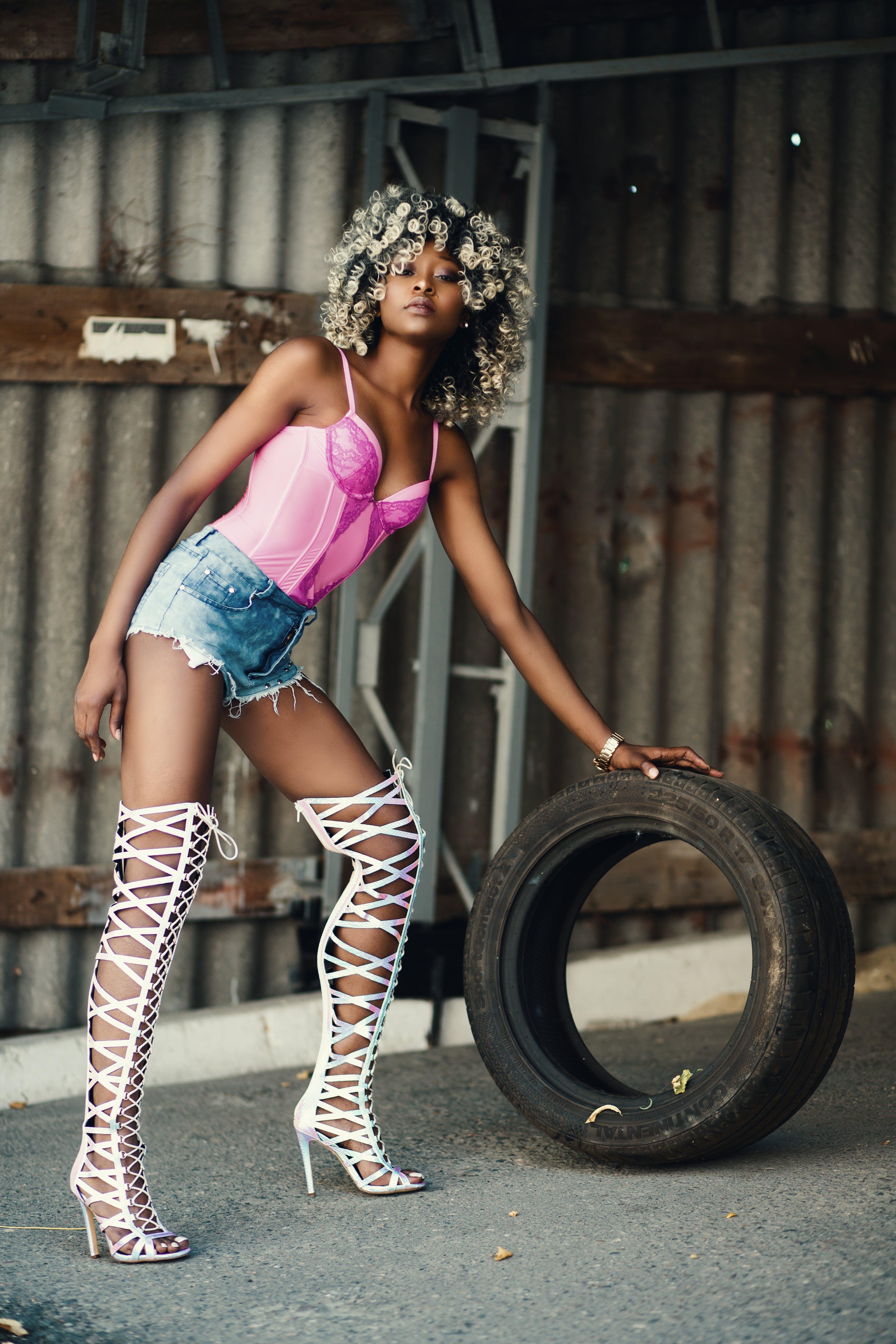Kostenloses Stock Foto zu afroamerikaner-frau, farbige frau, fashion, fotoshooting