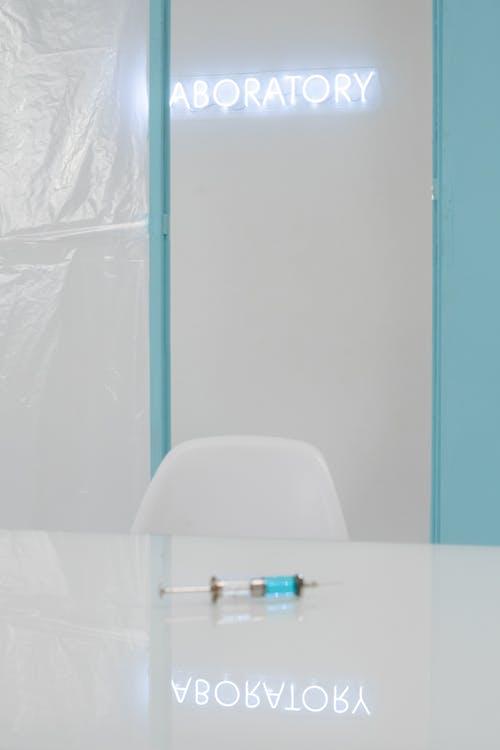 Бесплатное стоковое фото с covid-19 вакцина, вертикальный, лаборатория