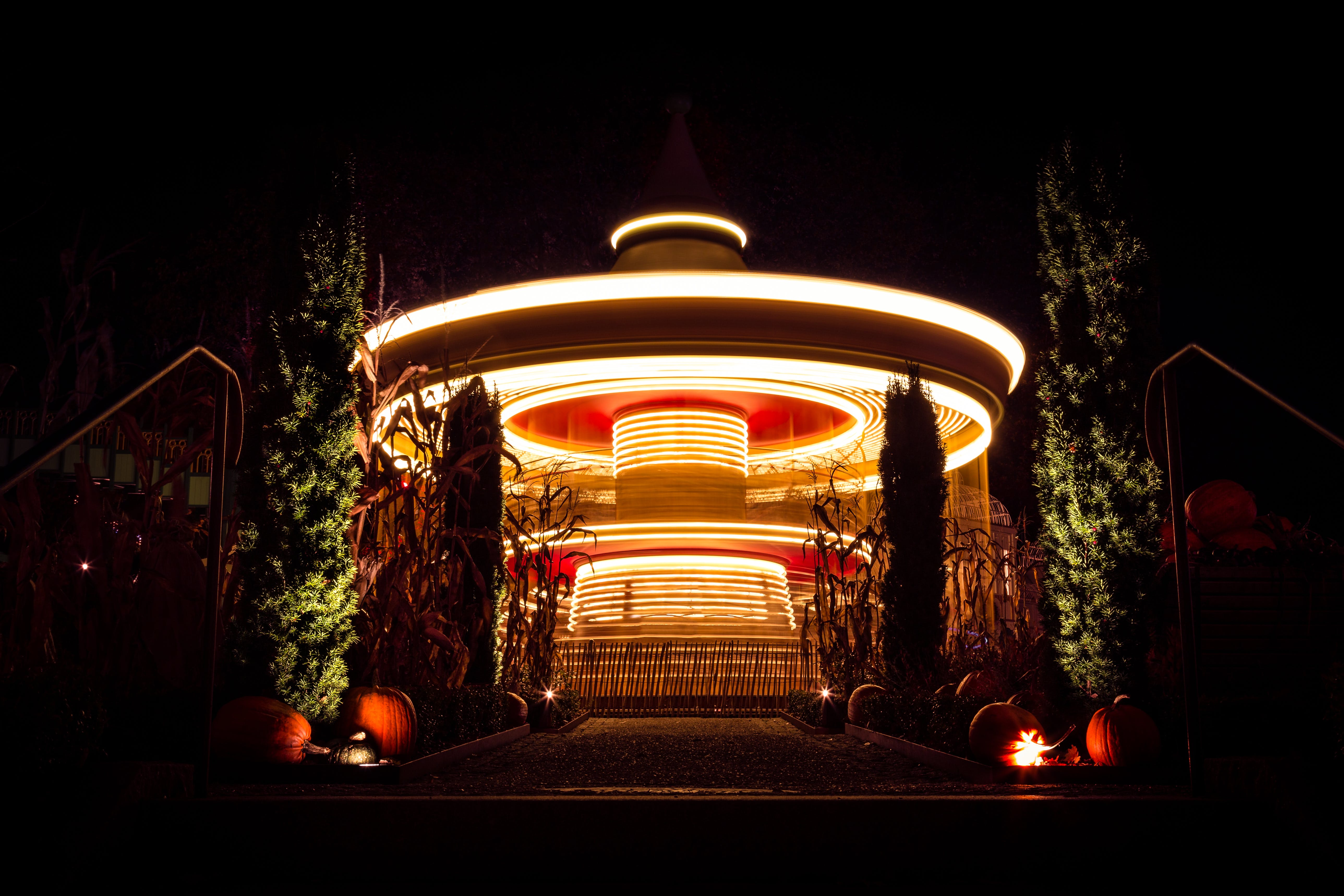 Kostenloses Stock Foto zu halloween, karussell, kornfeld, kürbisse