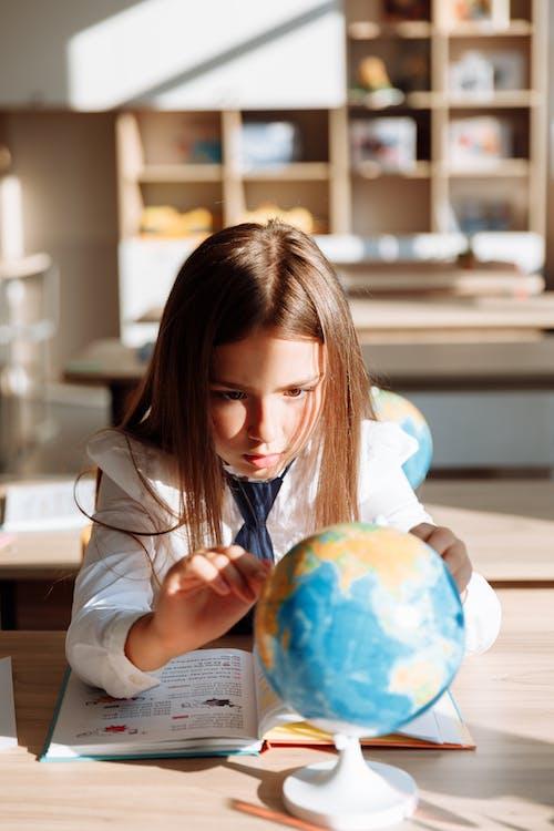 Fotobanka sbezplatnými fotkami na tému dieťa, dievča, geografia