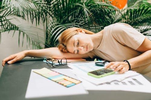 Gratis lagerfoto af afslapning, bærbar computer, barn
