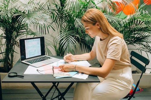 Gratis lagerfoto af bærbar computer, betale, betaling