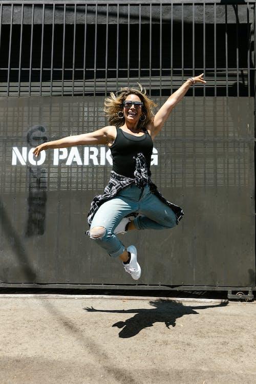 Gratis stockfoto met betonnen stoep, danser, fotomodel