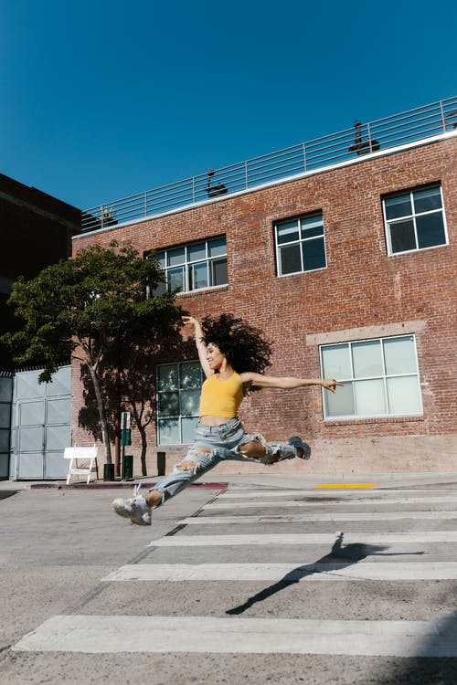 Foto d'estoc gratuïta de a l'aire lliure, adult, arquitectura