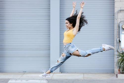 Foto d'estoc gratuïta de adult, ball de carrer, ballarins