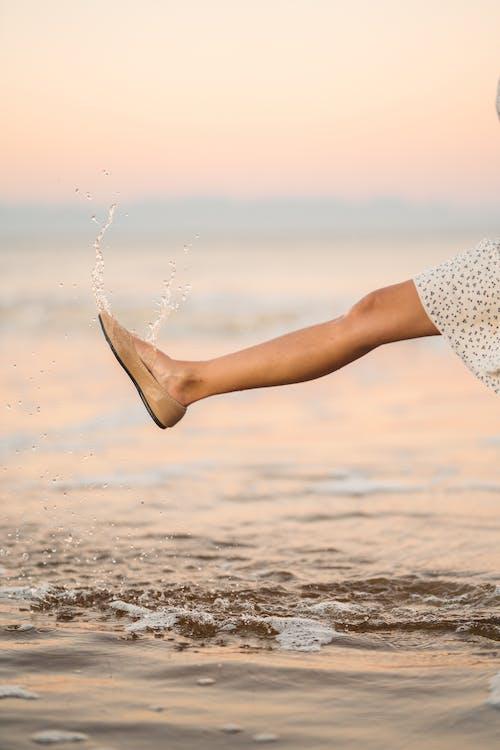一雙鞋, 假期, 在沙灘上 的 免費圖庫相片