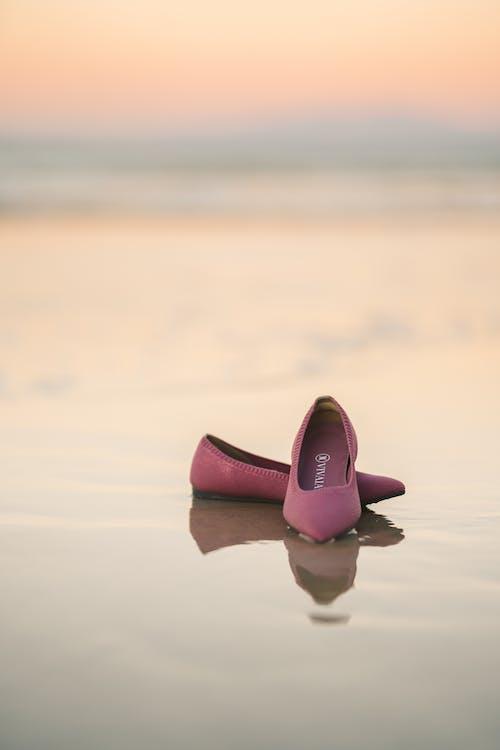 一雙鞋, 休閒, 反射 的 免費圖庫相片