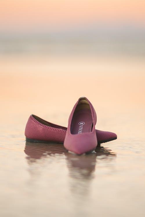 一雙鞋, 優雅, 反射 的 免費圖庫相片