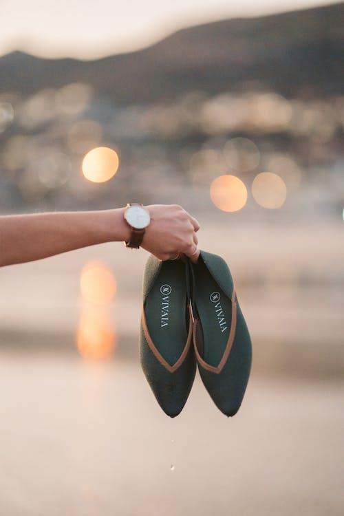 一雙鞋, 人, 休閒 的 免費圖庫相片
