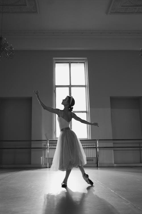 คลังภาพถ่ายฟรี ของ การเต้นรำ, ขาวดำ, ท่าทาง