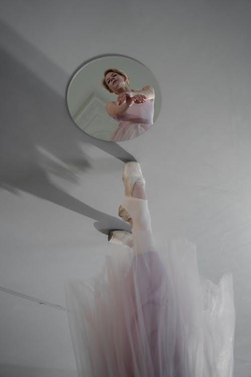 คลังภาพถ่ายฟรี ของ กระจกเงา, การสะท้อน, การเต้นรำ