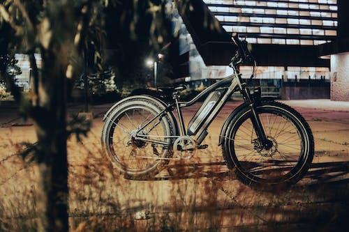 Ingyenes stockfotó beton járda, bicikli, e-bike témában