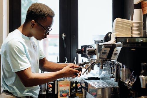 Immagine gratuita di barista, caffè, industria