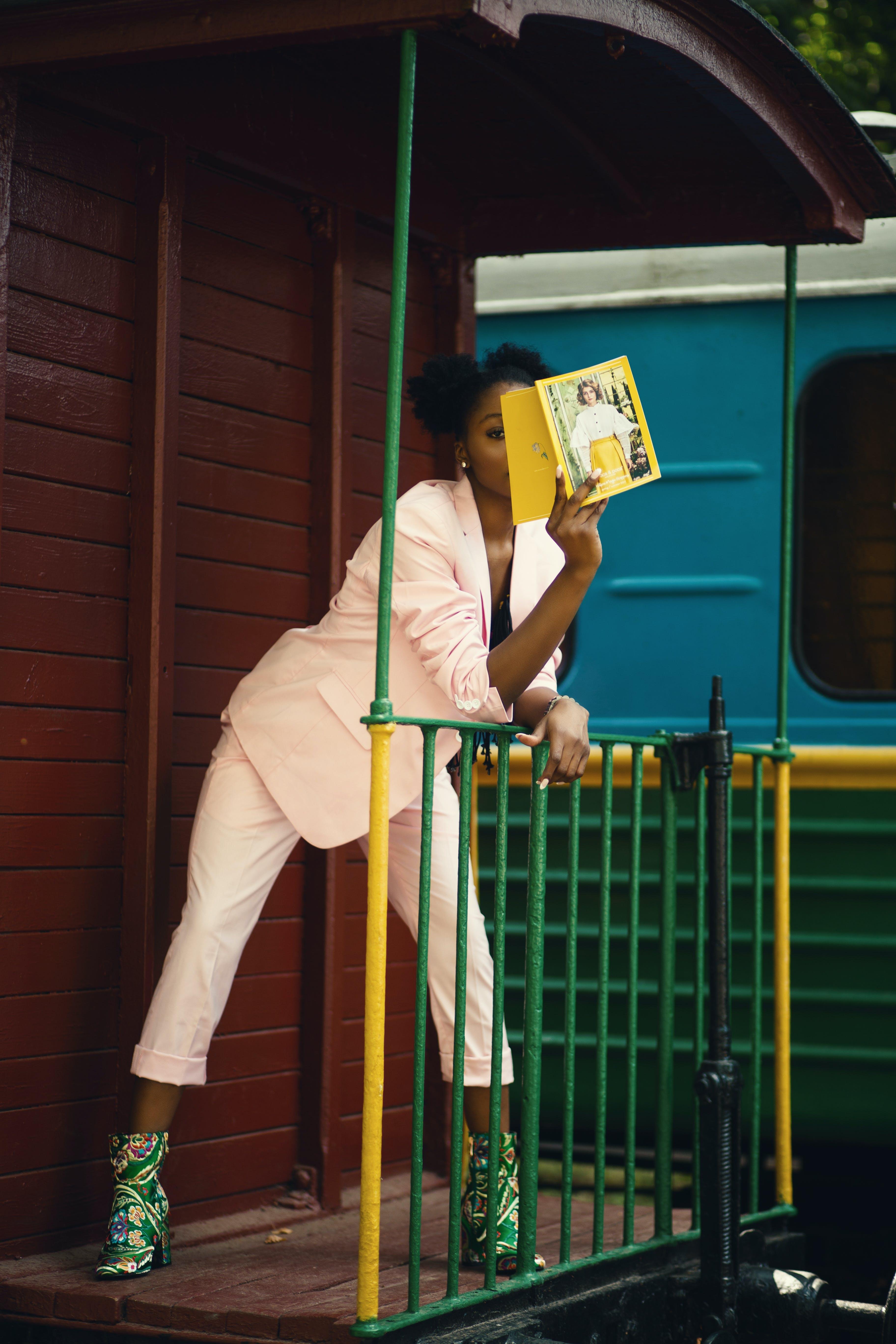 Foto stok gratis bangunan, berkelas, dewasa, gadis berkulit hitam
