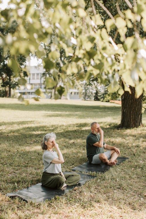 Fotobanka sbezplatnými fotkami na tému byť spolu, dieťa, dievča