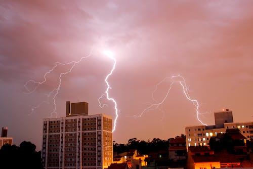 Darmowe zdjęcie z galerii z burza z piorunami, fotografia przyrodnicza