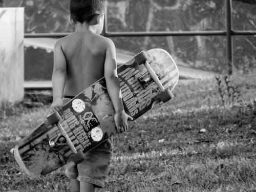 Darmowe zdjęcie z galerii z deskorolka, dziecko, jeździć na desce, sport