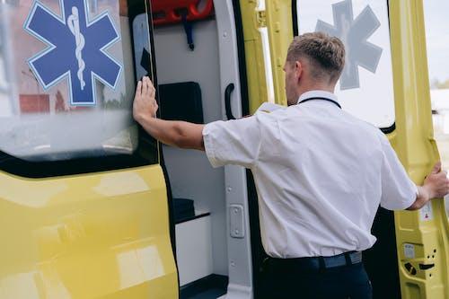 Foto stok gratis ambulan, ambulans, jantan