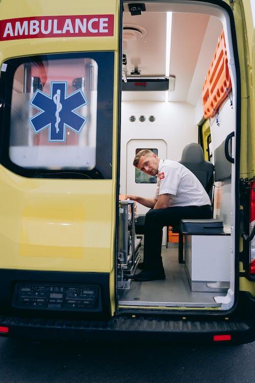 Gratis lagerfoto af ambulance, bil, bilvæddeløb