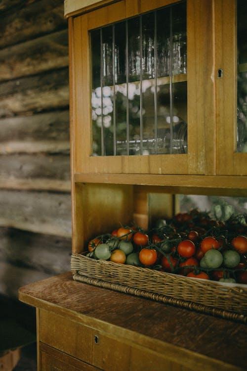 Безкоштовне стокове фото на тему «вирощувати, вікно, всередині»