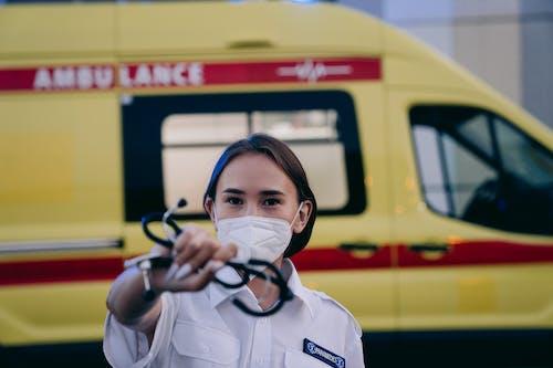 Kostnadsfri bild av ambulans, arbete, bana
