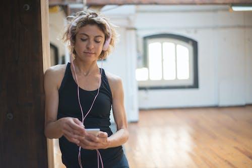 Darmowe zdjęcie z galerii z brunetka, ćwiczenie, czas wolny