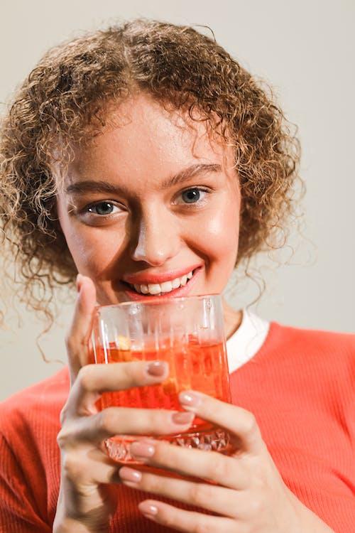 Kostenloses Stock Foto zu alkoholisches getränk, cocktail, drinnen
