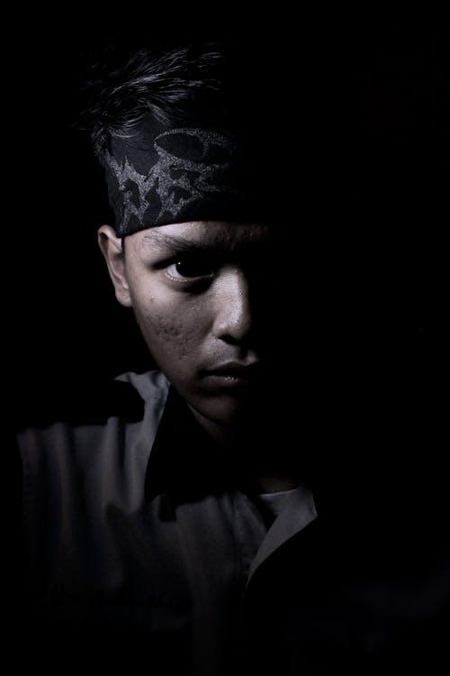人, 光, 模特兒, 漆黑 的 免费素材照片