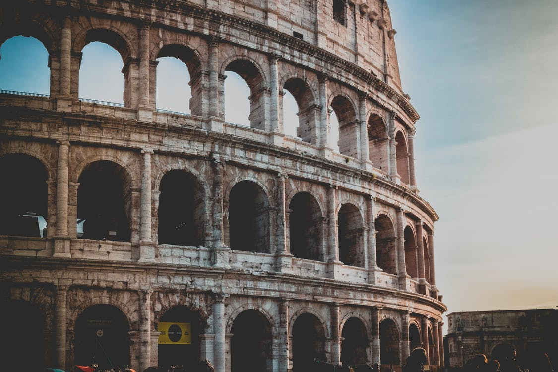 Le Colisée Pendant L'heure D'or