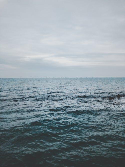 Foto d'estoc gratuïta de aigua, aventura, cel, explorar