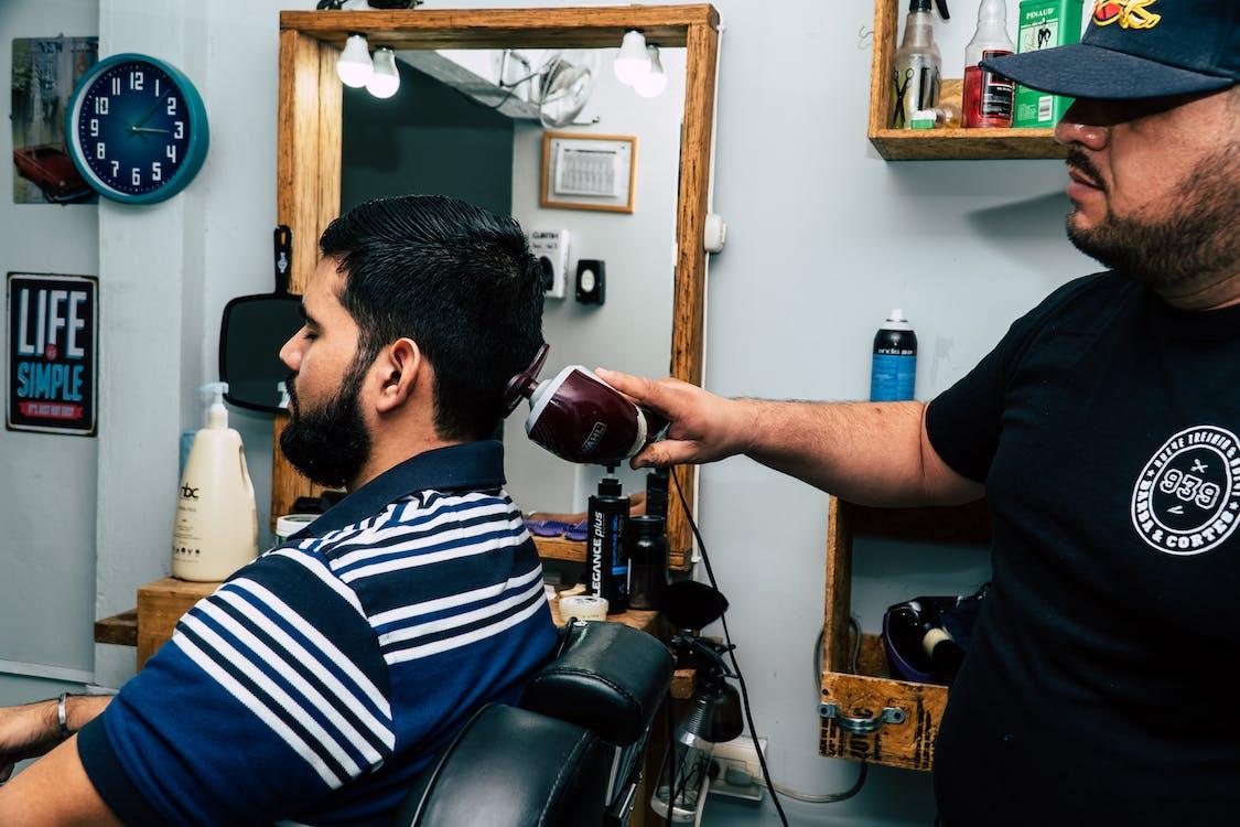 Fotobanka sbezplatnými fotkami na tému holič, muž, strihanie vlasov
