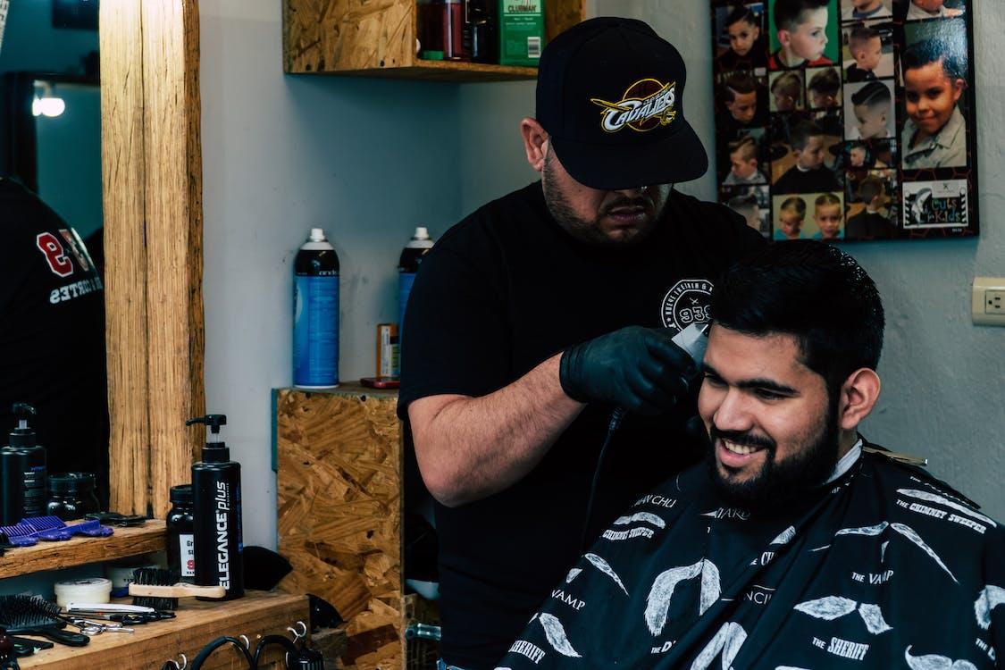 Foto profissional grátis de barbeiro, cabeleireiro, corte de cabelo