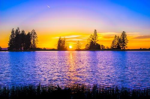 akşam, deniz manzarası, göl kenarı, gün batımı içeren Ücretsiz stok fotoğraf