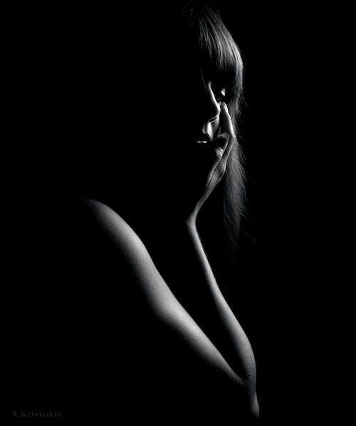 ダーク, 人, 女性, 白黒の無料の写真素材