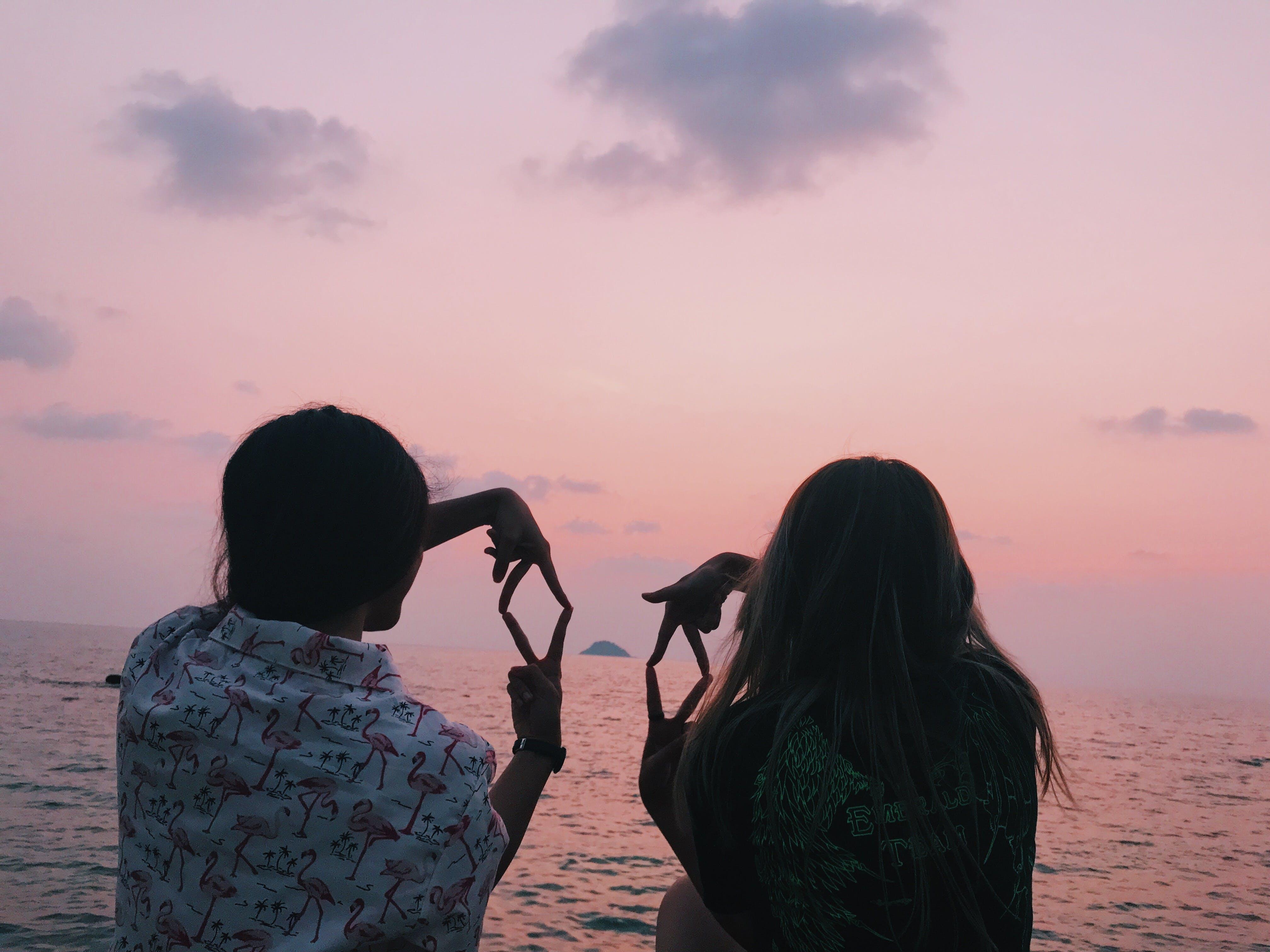 물, 바다, 새벽, 소녀의 무료 스톡 사진