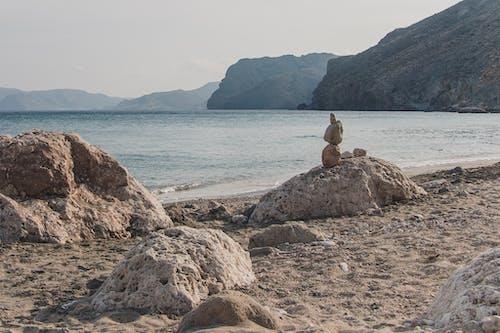 Photos gratuites de bord de l'océan, bord de mer, cailloux