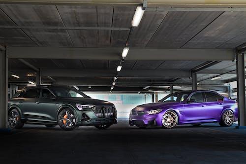 arabalar, araçlar, Audi E-tron içeren Ücretsiz stok fotoğraf