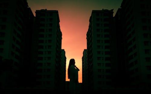 Бесплатное стоковое фото с багровое небо, городской, здания